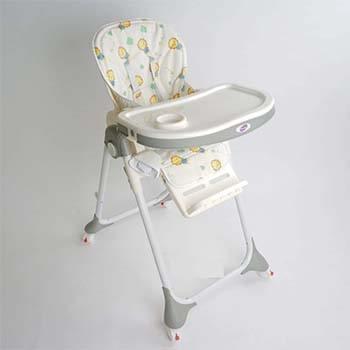 Ghế ăn dặm Mastela có thể điều chỉnh độ cao để bé có thể thoải mái ngồi ăn với bố mẹ
