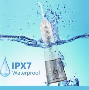 Máy cũng có khả năng chống nước IPX7